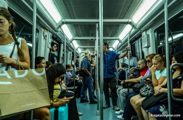 Viagem de metrô em Barcelona