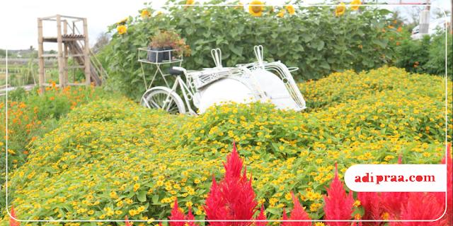 Becak putih nangkring di Resoinangun Garden | adipraa.com