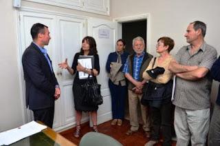 Representantes de vecinos de Rivadavia se reunieron ayer con el intendente Fabián Martín para pedir una solución al problema.