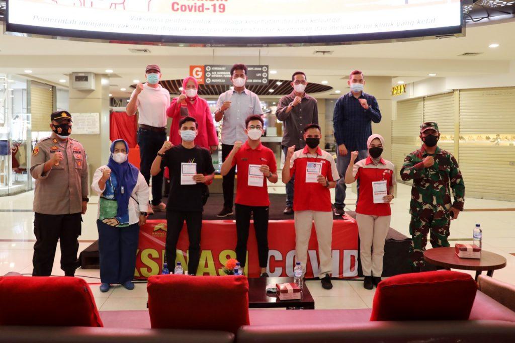 Rudi Tinjau Vaksinasi Covid-19 Terhadap Karyawan dan Tenant di Nagoya Hill Shopping Mall