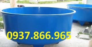 Thùng nhựa tròn màu xanh kích thước lớn dùng để nuôi cá