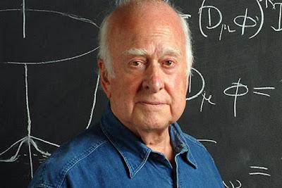 "Biografi Peter Higgs     Lahir di Newcastel 29 Mei tahun 1929, Higgs sudah jatuh cinta dengan fisika semenjak remaja. Masa kecil sering berpindah kota. Mengikuti ayahnya yang berprofesi sebagai teknisi suara di radio BBC. Didera sejumlah penyakit, lalu sering berpindah kota itu, sekolahnya memang sempat berantakan. Beruntung Higgs kemudian memilih menetap bersama ibunya. Di sebuah kota kecil bernama Bristol. Sedang sang ayah tinggal di Bedford. ""Ibu mendorong saya untuk maju. Sedangkan ayah, dia hanya takut berhadapan dengan tanggung jawab memelihara anak,"" kata Higgs tentang ayah ibunya. Jatuh cinta dengan fisika sudah terlihat ketika dia bersekolah di Cotham Grammar School. Apalagi fisikawan Paul Dirac adalah alumni sekolah tersebut. Dirac yang dianggap sebagai bapak mekanika kuantum ini rupanya sangat menginspirasi Peter Higgs. Menapaki jejak Dirac, Higgs pun mulai menceburkan diri dalam fisika teoritis. Dia sangat bersemangat. Rajin belajar dan membaca buku. ""Ini tentang memahami, memahami dunia,"" ujar Higgs dengan antusias.  Sekolahnya sempat berantakan. Sebab perang berkecamuk. Bristol luluh lantak dihujani bom tentara Jerman. ""Hal pertama yang saya lakukan saat tiba di sekolah itu adalah mematahkan tangan kiri saya setelah jatuh akibat bom,"" kisah Higgs mengenang. Higgs juga terpisah dari keluarganya hingga perang berakhir"
