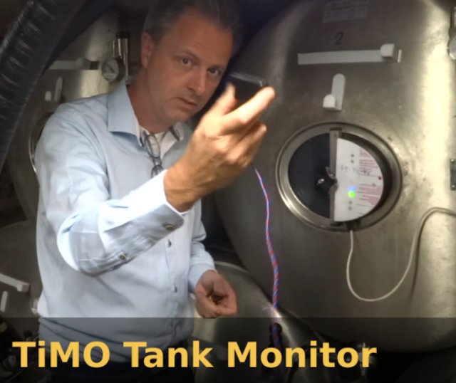 TiMO tank monitor shown in front of DUOTANK bag in tank