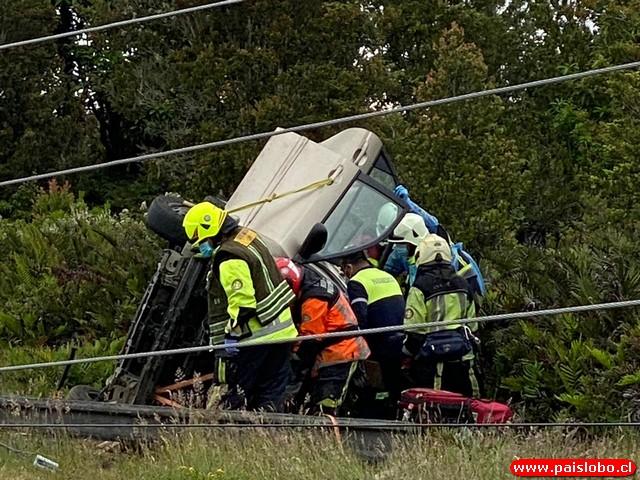 Bomberos en Accidente Vehícular
