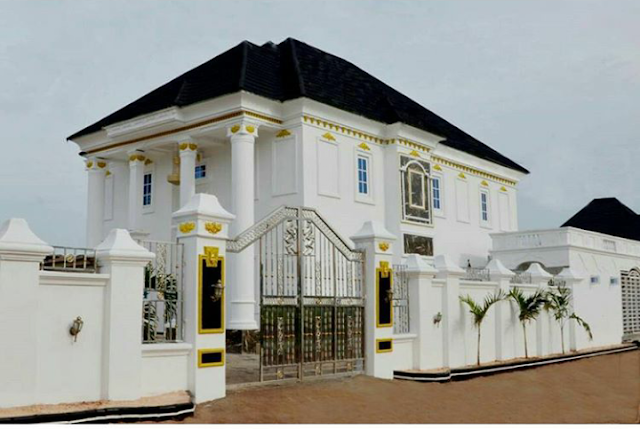 I Go Dye's mother's Mansion