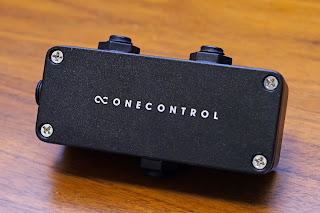 Minimal Series AB BOX の背面には One Control のロゴ