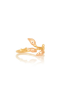 http://www.laprendo.com/SG/products/39648/OLE-LYNGGAARD-COPENHAGEN/Ole-Lynggaard-Copenhagen-Blooming-Ring-with-Diamond-in-Rose-and-Yellow-Gold?utm_source=Blog&utm_medium=Website&utm_content=39648&utm_campaign=08+Aug+2016