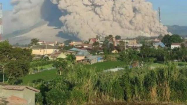 Gunung Sinabung Erupsi, Luncurkan Awan Panas Sejauh 5 Km