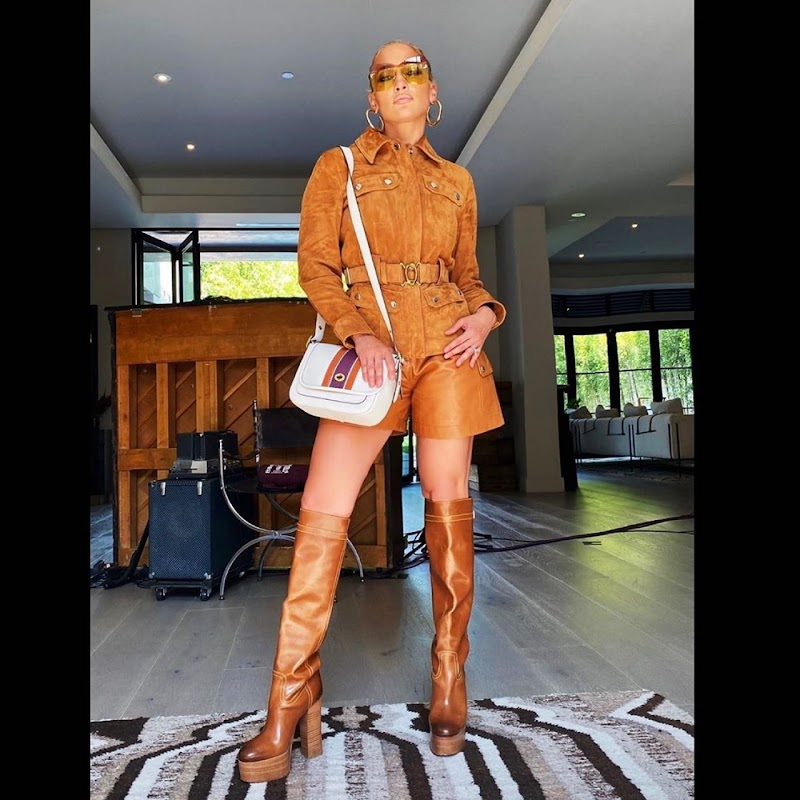 Jennifer Lopez Outfit Snap 19 Jun-2020