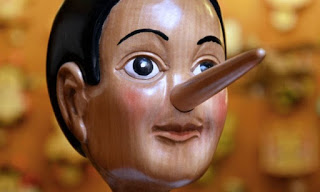 Πρωταπριλιά: Πώς να καταλάβετε πότε σας λένε ψέματα – Λέξεις και φράσεις «κλειδιά»