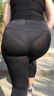 Transparencia bella mujer madura leggins