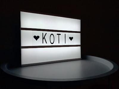 Saippuakuplia olohuoneessa- blogi. Diy Light Box Sign, Koti