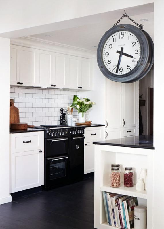 reloj vintage en la cocina