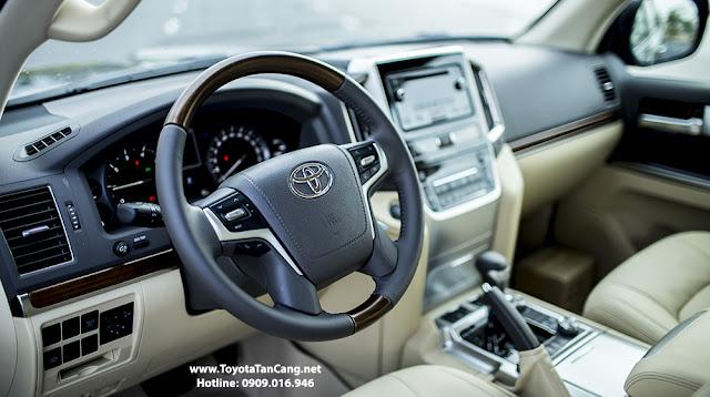 Trang bị hệ thống kiểm soát hành trình giúp người xe an tâm khi lái xe trên đường