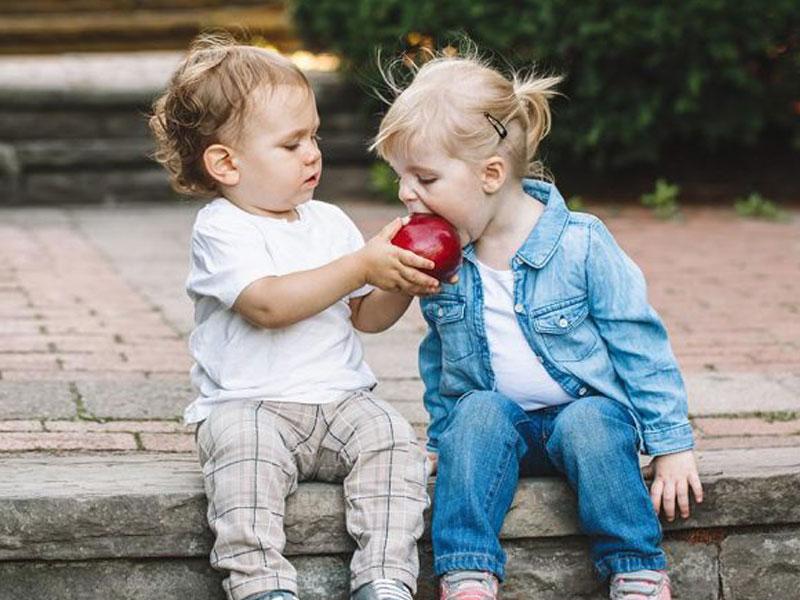 Ramadan, Saat Tepat Ajari Anak Arti Berbagi dan Ini 4 Manfaatnya