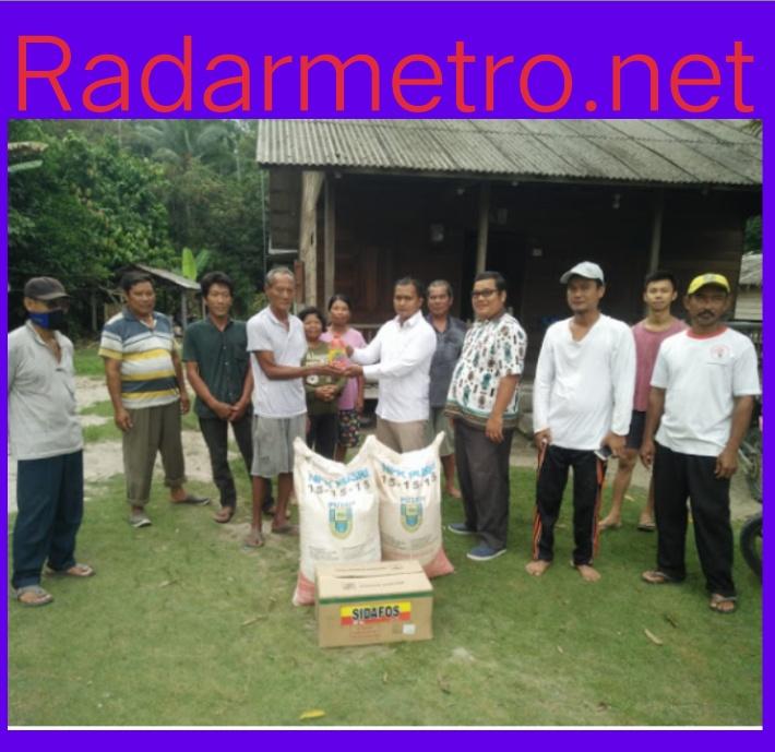 Kelompok Tani Ayu Mandiri Bagikan Pupuk Dan Pestisida Kepada Petani Radar Metro