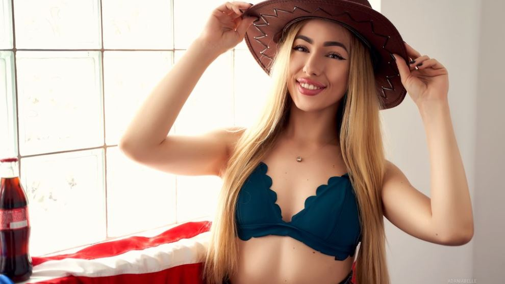 AdaniaBelle Model GlamourCams