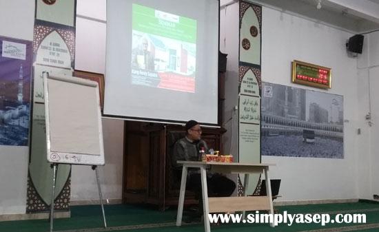 SEMINAR : Rendy Saputra saat memberikan pencerahan peradaban berbasis masjid di Masjid Kapall Serdam Jumat (5/6)  Foto Asep Haryono