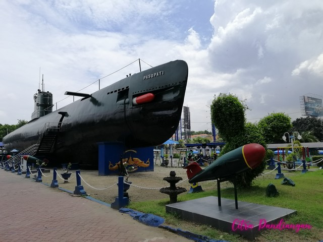 museum kapal selam surabaya indonesia