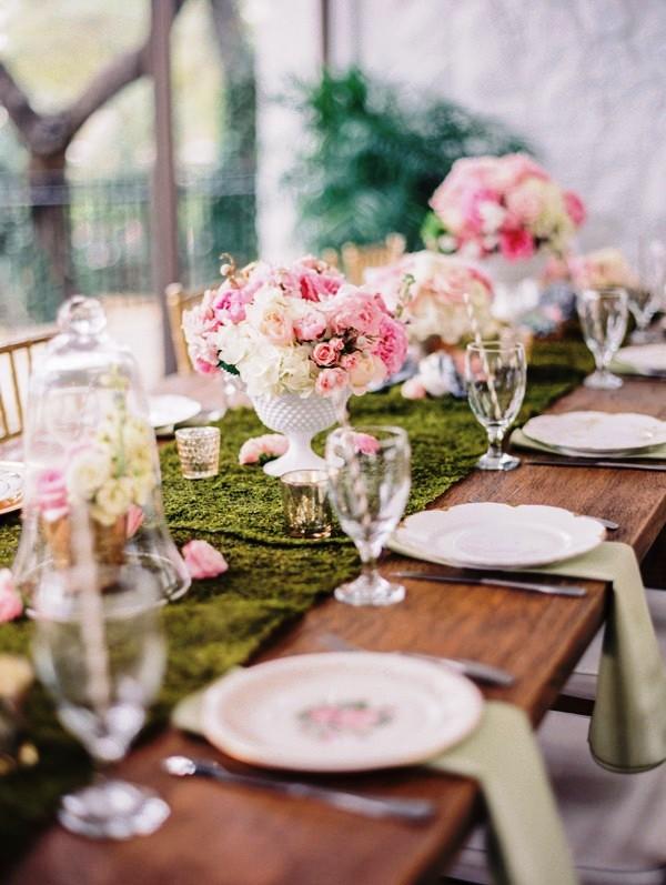 centros florales de rosas para decorar mesa de boda chicanddeco