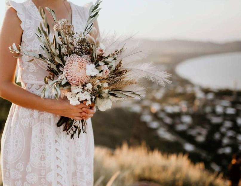 TOWNSVILLE WEDDING FLORALS DESIGNER BRIDAL BOUQUET FLOWERS HUNTER & CO PHOTOGRAPHY