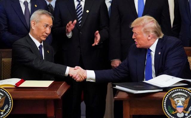 Tổng thống Mỹ Donald Trump và Phó thủ tướng Trung Quốc Lưu Hạc