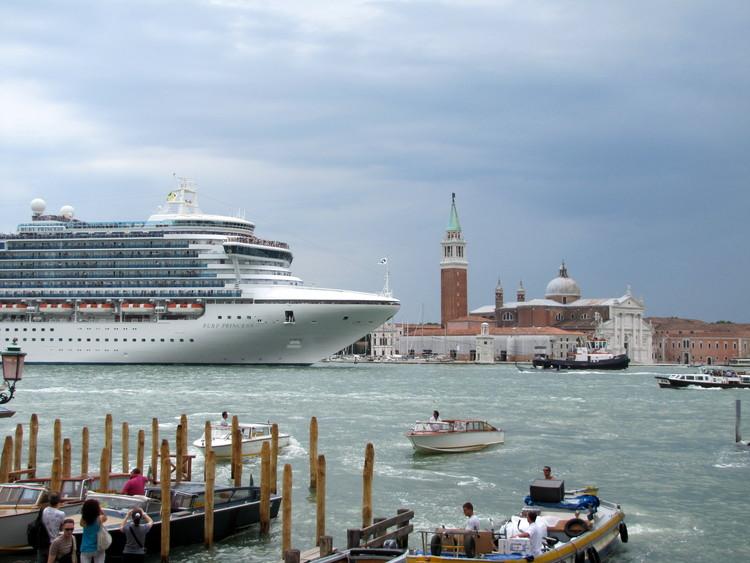 Venice plans to restart cruises