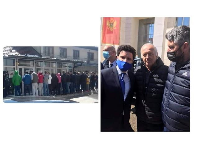 Dva lica Gusinja: Jedni Abazoviću okrenuli leđa, drugi ga grlili i fotografisali se