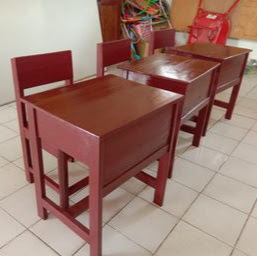 Meja Kelas Merah