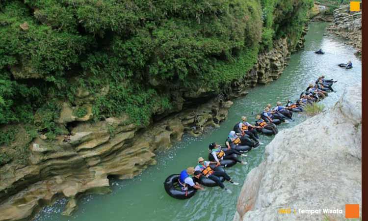 River Tubing Kali Oyo
