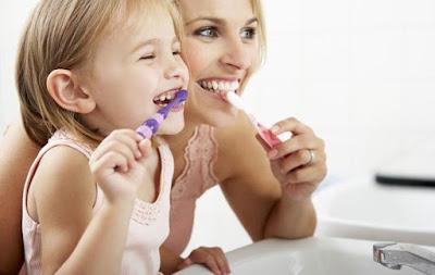 diş fırçalarken masaj yapmak