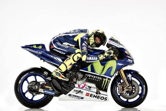Foto Valentino Rossi Mengendarai Yamaha YZR-M1 Terbaru 2016 Dengan Posisi Merunduk