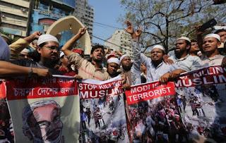 Membela Pembantaian Muslim India