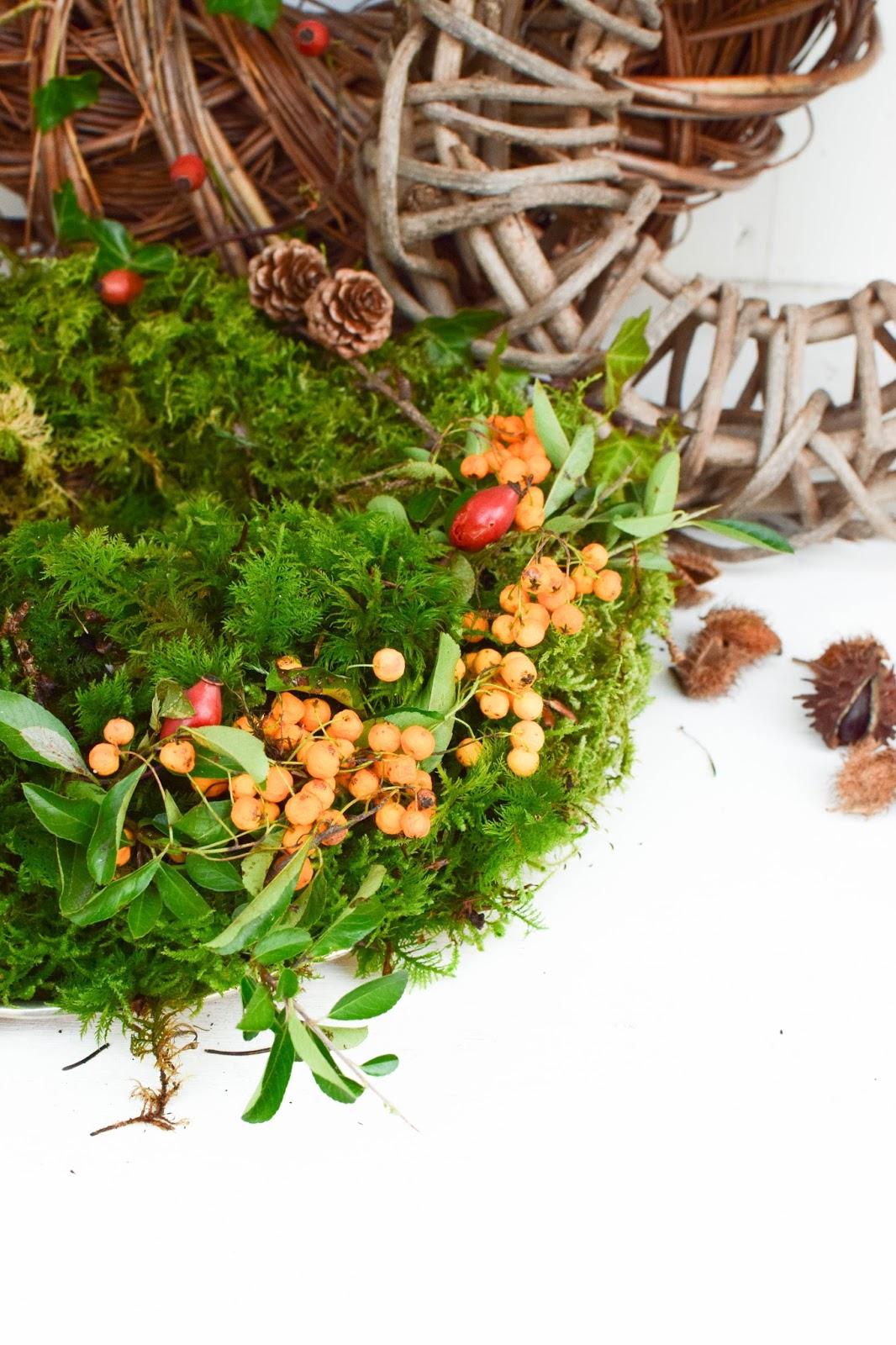Kranz aus Moos selber machen. DIY Mooskranz einfach und schnell für Herbst und Winter die perfekte Deko