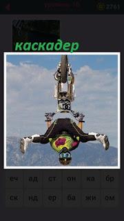 655 слов мотоциклист совершает трюк в прыжке 16 уровень