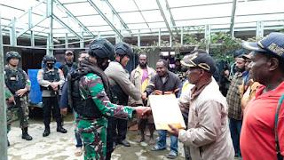 Olah TKP Identifikasi dan Evakuasi Jenazah Anggota Kelompok Teroris Lekagak Talenggen Yang Di Tembak Mati Aparat TNI Polri