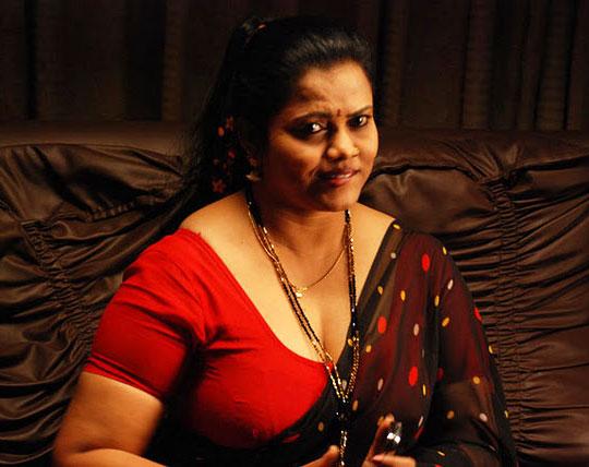 Beautiful Hot Tamil Mallu Ammayi Kambi Aunties Photos