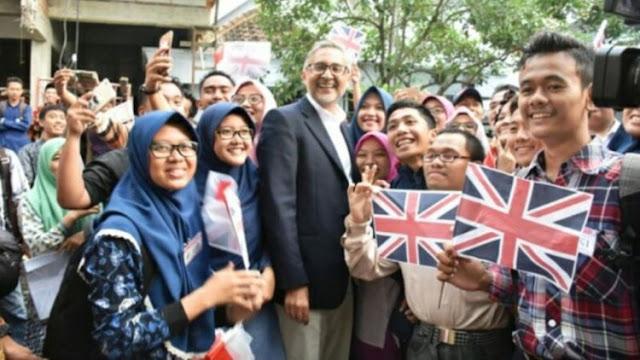 Duta Besar Inggris Moazzam Malik Berkunjung Ke Kampung Inggris