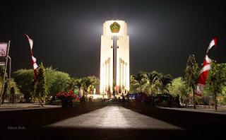 Suasana Malam Tempat Wisata Monumen Sidoarjo