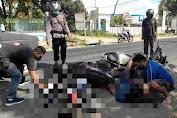 Anggota Polisi Sektor Tanjung Evakuasi Laka Lantas Di Simpang 3 Polsek Tanjung