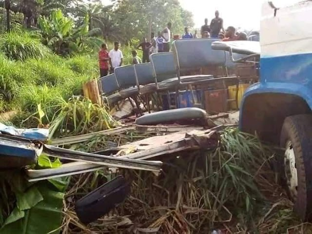 7 People of Same Kindred Dies in fatal accident in Anambra (Photos)