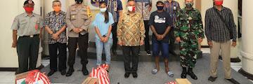 Penyerahan Bantuan Pemkot Tarakan Secara Simbolis Kepada Korban Bencana Tanah Longsor