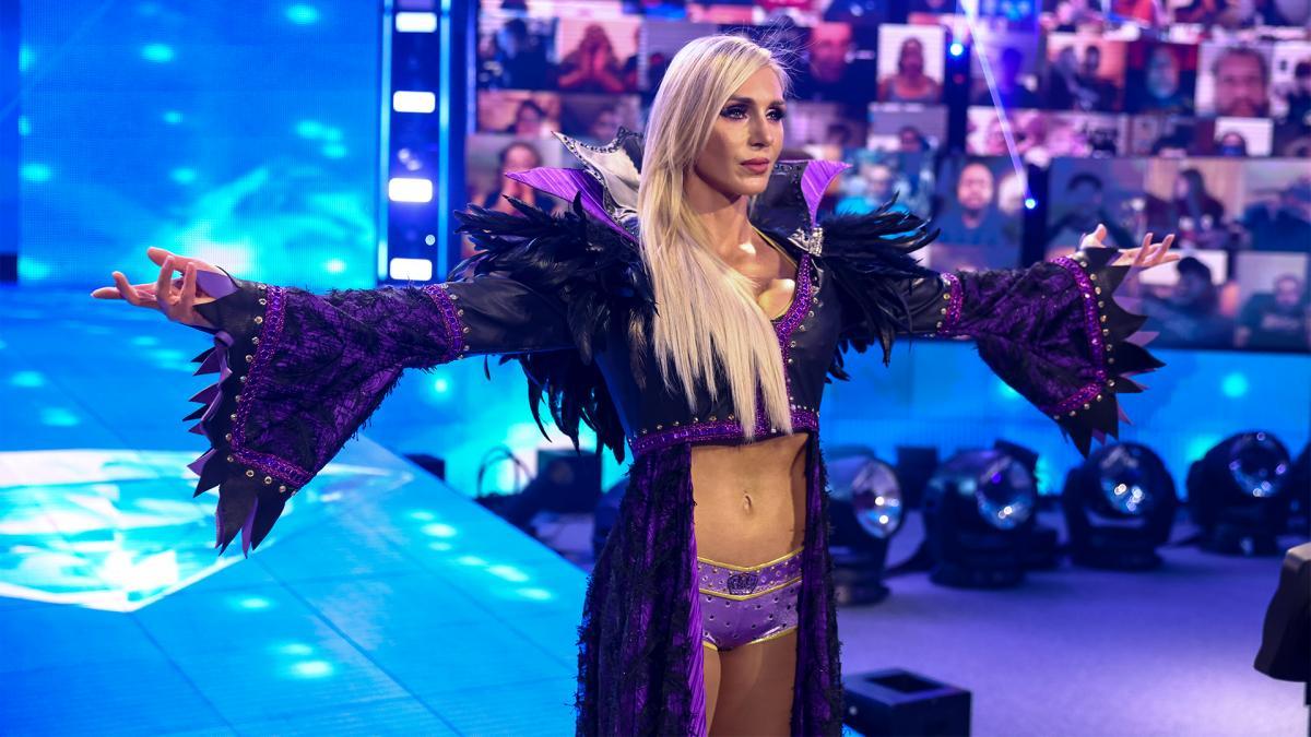 Charlotte Flair responde os fãs que querem vê-la enfrentando Britt Baker
