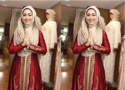 Baju Kebaya Muslim Dengan Jilbab Panjang