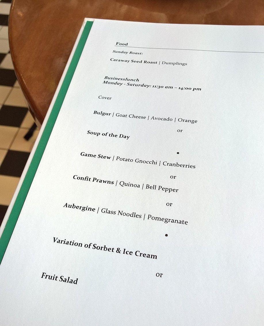 Mallaspulla matkailee Wien Itävalta ravintola Motto am Fluss lounasmenu