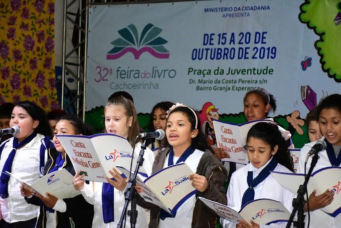 Projeto oferece aulas de canto e instrumentos musicais para alunos de Cachoeirinha