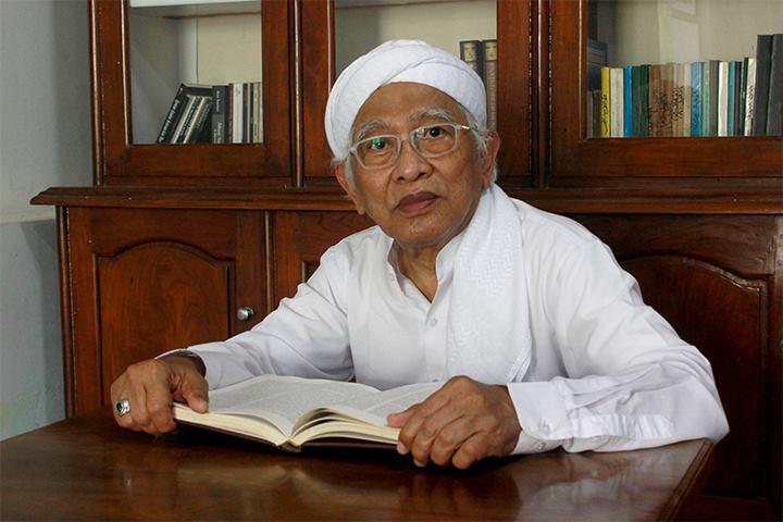 Soal Yel Kafir Pramuka, Gus Mus: Ngaji Dulu-lah