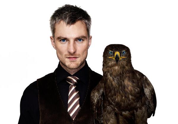 Hombre con águila