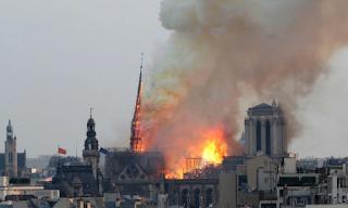 Παγκόσμια θλίψη: Τρομακτικές εικόνες από την φλεγόμενη Παναγία των Παρισίων - ΕΙΚΟΝΕΣ