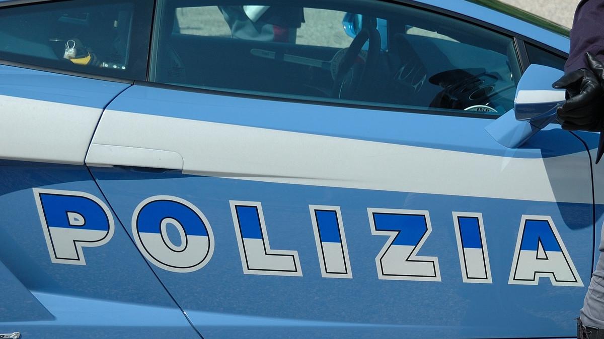 Arrestato uomo per furto d'auto